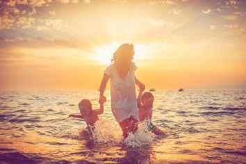 Save Your Dollars on a Vacation despite Being a Single Parent