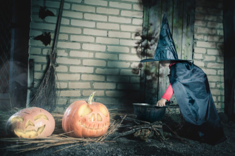 Effective Ways to Save Cash on Halloween Clothes
