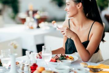 Saving Cash on Food While Traveling